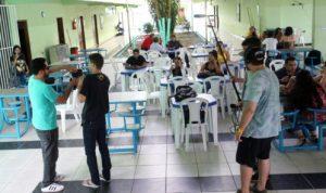 Já os alunos da oficina de audiovisual tiveram a chance de colocar a mão na massa e produzir um curta metragem. Sob a responsabilidade do diretor de vídeos Thiago Souza, os 22 alunos inscritos saíram pelas dependências da Faculdade da Amazônia (FAAM), em Ananindeua, colocando em prática tudo o que aprenderam com o profissional.  FOTO: CARLOS SODRÉ / AG. PARÁ DATA: 25.02.2016 BELÉM - PARÁ
