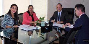 Reunião da secretária de saúde, Janaína Pereira, com a deputada federal, Júlia Marinho (PSC) no gabinete do ministro da Saúde. Foto: Guel Fegali