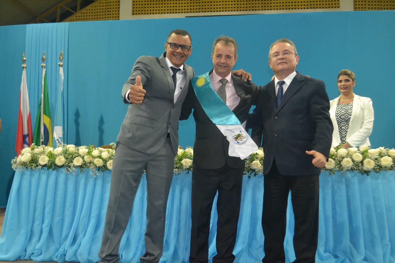 Foto de Prefeito, vice-prefeito e os 13 vereadores eleitos no Município de Xinguara foram empossados