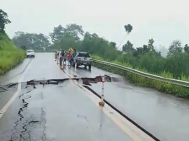 Foto de Cratera no asfalto deixa a Transamazônica interditada no Pará