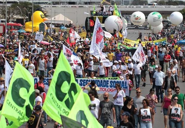 Foto de Imprensa internacional destaca Brasil; BBC vê 1ª greve geral em mais de 2 décadas