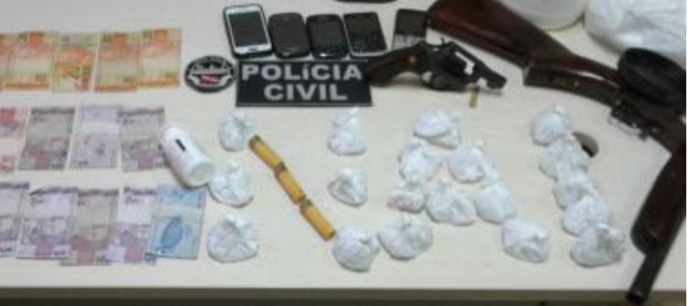 Foto de Suspeito de homicídio é flagrado com armas e drogas em Santa Maria do Pará