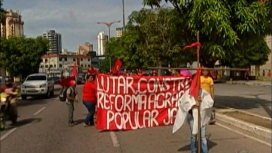 Foto de Trabalhadores rurais ligados ao MST fazem manifestação pelas ruas de Belém