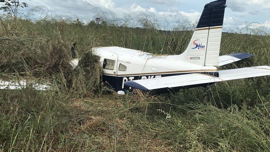 Foto de Avião com deputado derrapa em pista durante pouso