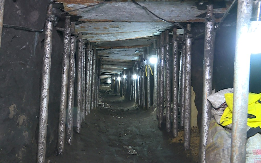 Foto de Polícia encontra túnel que levaria a cofre de banco em SP e prende 16 pessoas