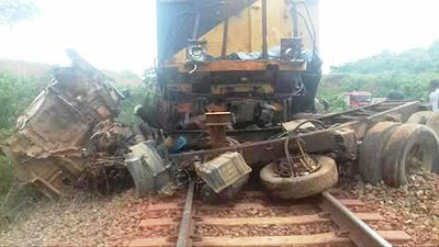 Foto de Trem da Vale arrasta caminhão e mata duas pessoas e fere uma