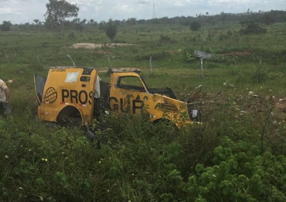 """Foto de Assaltantes explodiram um carro-forte da empresa """"PROSEGUR"""" na PA 279 no sul do Pará"""