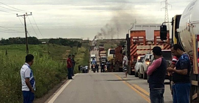 Foto de MST interditou a BR155 no sul do Pará em manifesto contrário a prisão do ex-presidente Lula