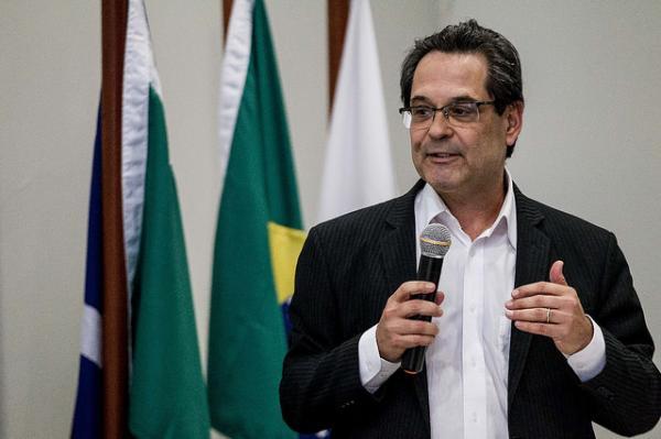 """Foto de """"Judiciário está cuspindo na Constituição"""", afirma Marcelo Neves"""