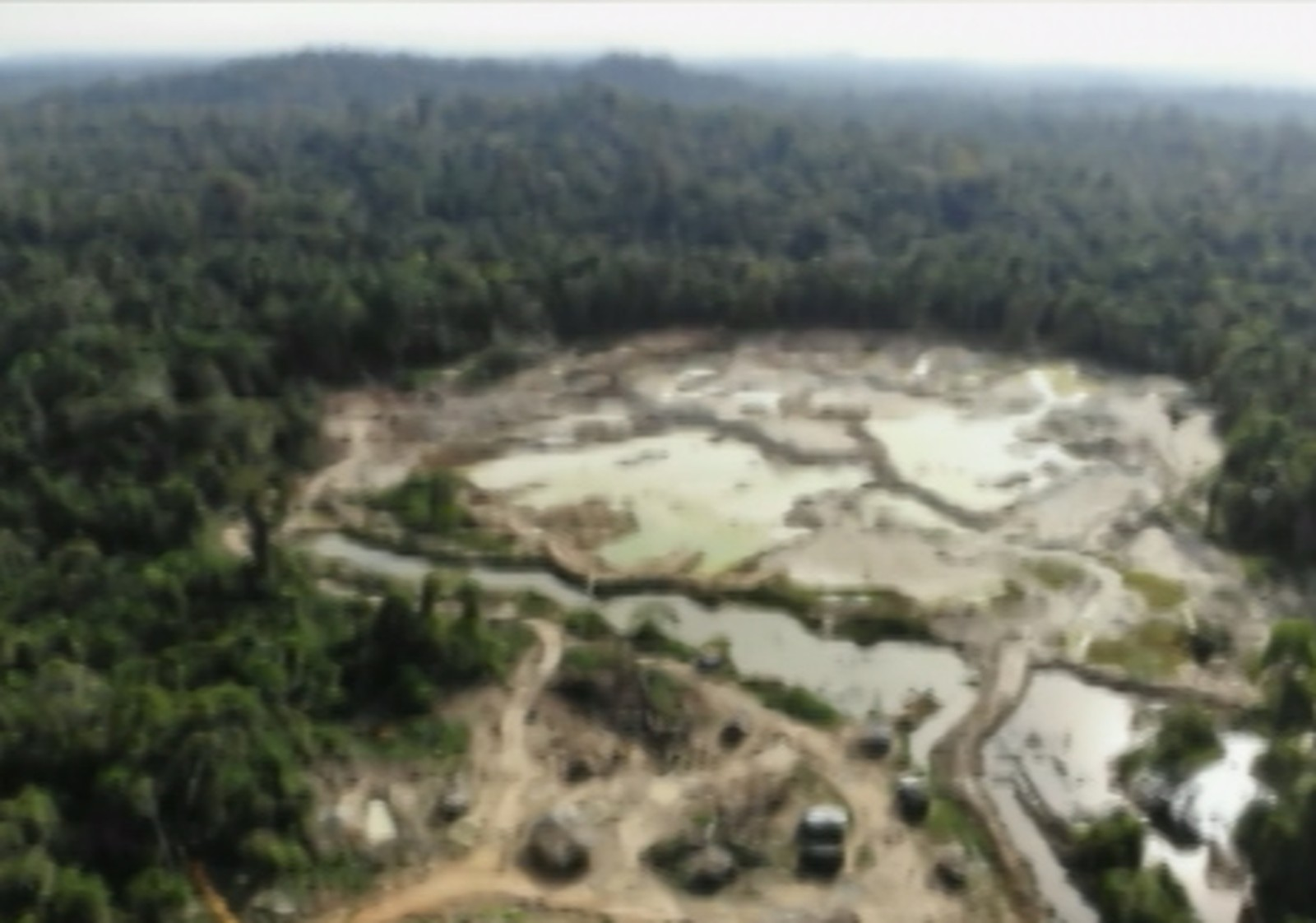 Foto de Ibama flagra grande área de garimpo ilegal em terra indígena no PA