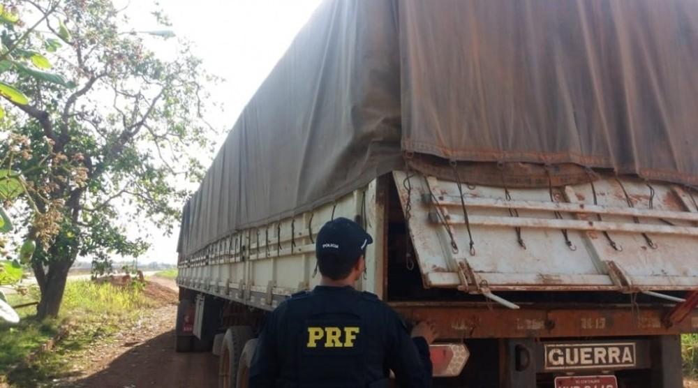 Foto de PRF apreende 33 m³ de madeira ilegal na rodovia BR-230, em Altamira