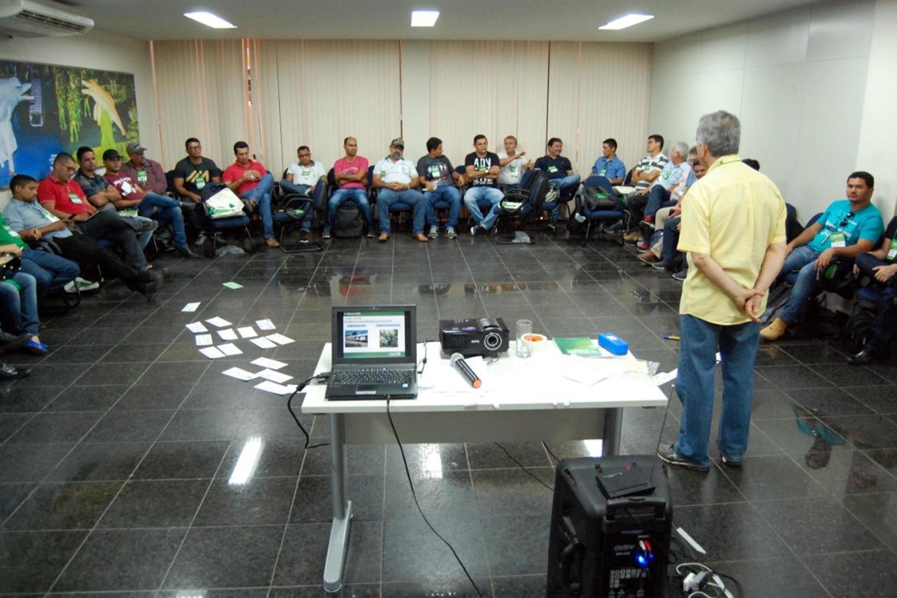 Foto de Técnicos da Emater participam de capacitação sobre regularização de unidades de produção familiar
