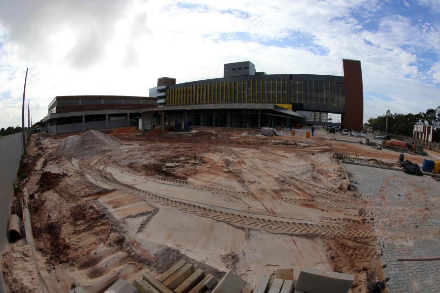 Foto de Governador constata desperdício de recursos na obra do Hospital Regional de Castanhal