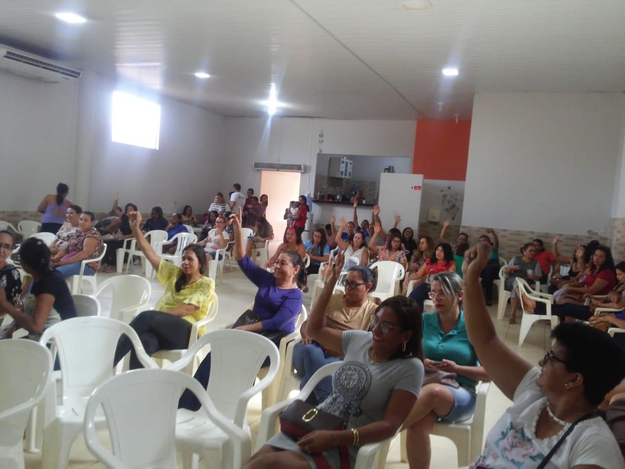 Foto de DESCASO: Salas de aula em Xinguara tem número de alunos além do permitido