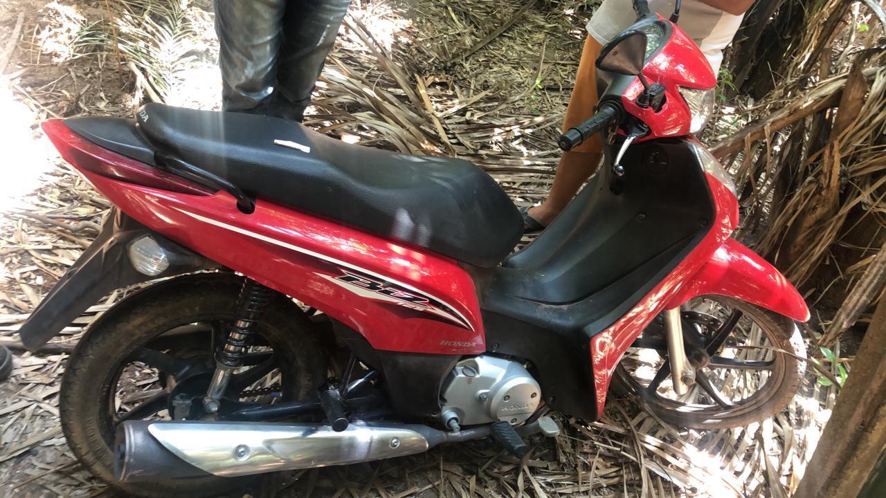 Foto de Vítima reconhece dupla que tomou moto de assalto em Xinguara. Criminosos são membros de uma quadrilha presa na quarta, 25.
