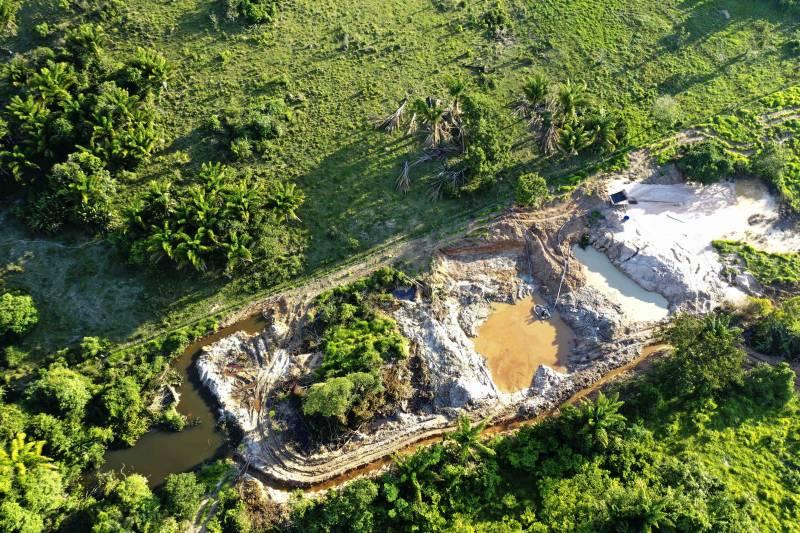 Foto de Operação fecha garimpo clandestino de exploração de ouro em Novo Progresso
