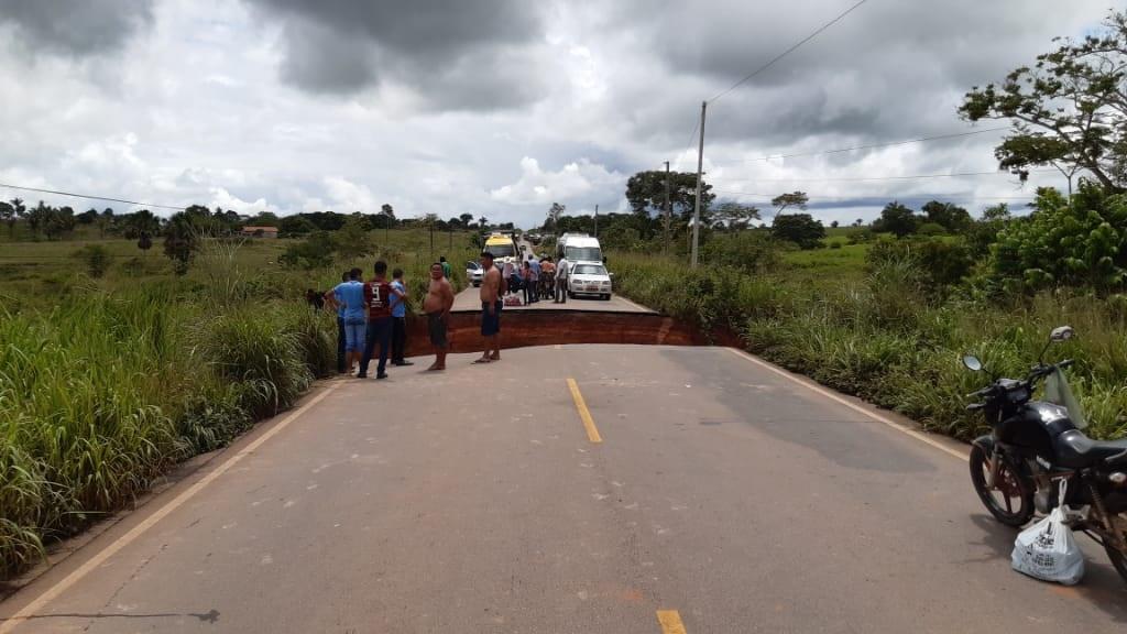 Foto de FORTES CHUVAS: Bueiro se rompe e BR 155 entre Xinguara e Sapucaia está cortada