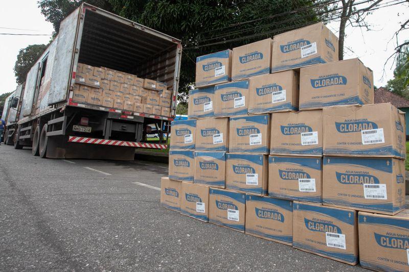 Foto de Governo recebe doação de água sanitária, cestas básicas e kits de higiene